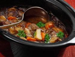 stew tányérban